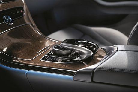 Mercedes-Benz gioi thieu GLA nang cap va C-Class moi - Anh 6