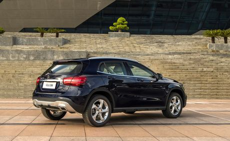 Mercedes-Benz gioi thieu GLA nang cap va C-Class moi - Anh 7