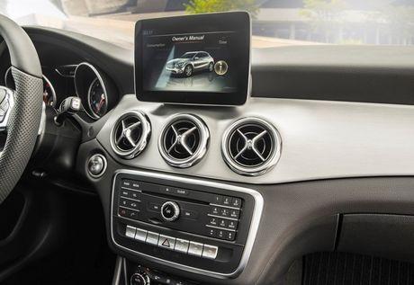 Mercedes-Benz gioi thieu GLA nang cap va C-Class moi - Anh 9