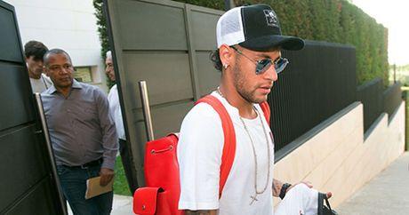 CAP NHAT sang 5/8: Barca khong tra 26 trieu euro cho Neymar. Ronaldo tuyen bo muon tro lai Premier League - Anh 2
