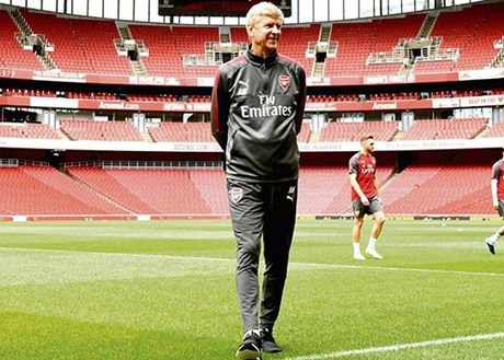 Arsene Wenger: 'Xin loi vi gio nay toi van con o day' - Anh 1