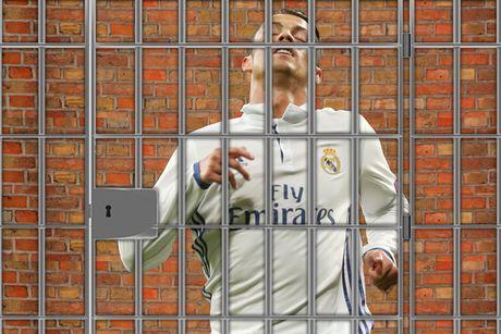 Ronaldo: 'Fan MU khong bao gio la o toi nhu fan Real' - Anh 10