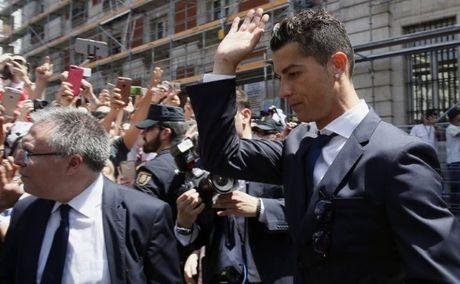 Ronaldo: 'Fan MU khong bao gio la o toi nhu fan Real' - Anh 4