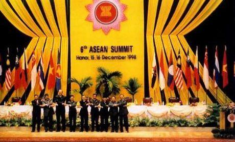 Gia nhap ASEAN: Quyet sach lich su cua Bo Chinh tri - Anh 3
