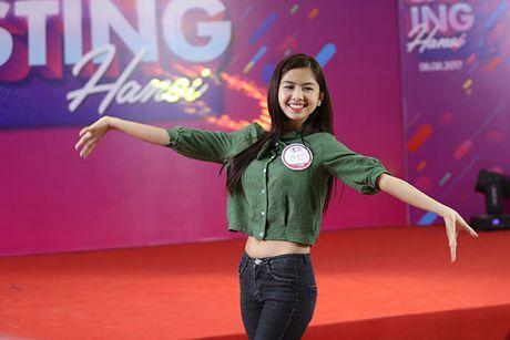 Hot girl 'chan khoeo, mat lac' gay bat ngo o cuoc thi Miss Teen - Anh 7