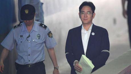 Pho Chu tich Samsung doi dien muc an 12 nam tu - Anh 1
