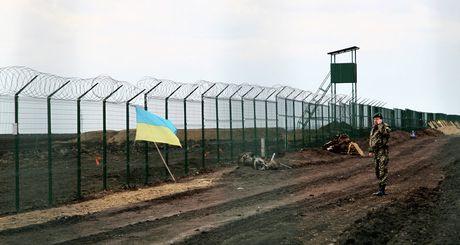 Ukraine len ke hoach xay xong tuong rao bien gioi Nga trong nam 2017 - Anh 1