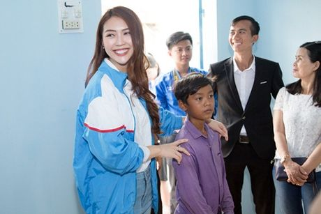 Im lang giua 'tam bao' scandal, Tuong Linh ve mien nui lam tu thien - Anh 2