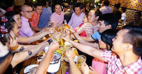 Buoi hop lop cua chang trai 'ngheo' bi ban be coi thuong va cai ket sau do - Anh 1