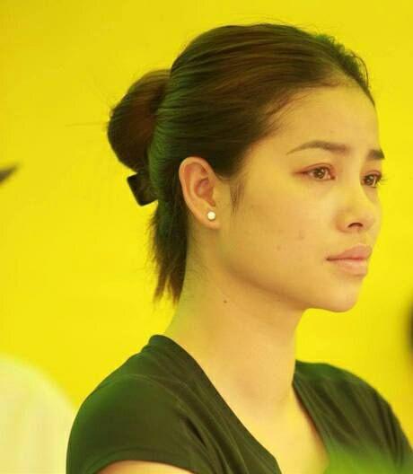 Sau khi lo hau su cho bo, Hoa hau Pham Huong kiet suc phai truyen nuoc - Anh 2