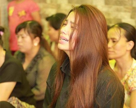 Sau khi lo hau su cho bo, Hoa hau Pham Huong kiet suc phai truyen nuoc - Anh 4