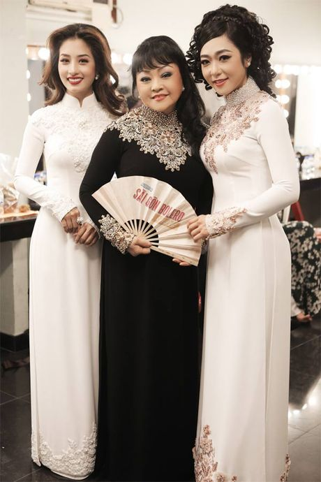 La nhan vat chinh trong liveshow, Mr Dam van vao hau truong lam toc, 'len do' cho moi nguoi - Anh 5