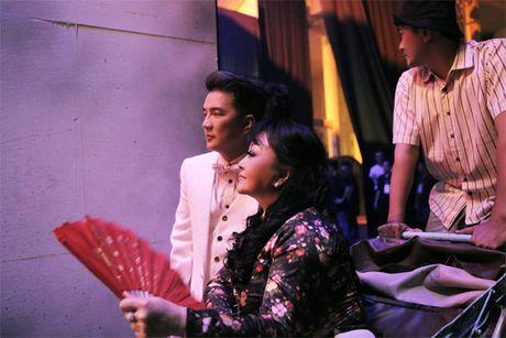 La nhan vat chinh trong liveshow, Mr Dam van vao hau truong lam toc, 'len do' cho moi nguoi - Anh 6