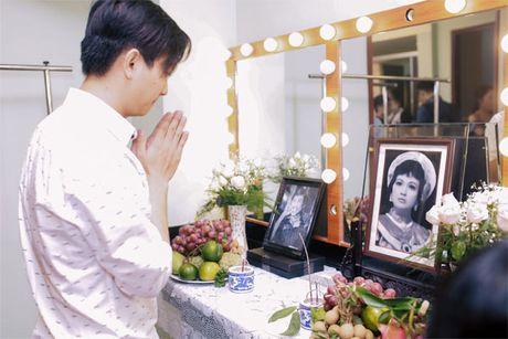 La nhan vat chinh trong liveshow, Mr Dam van vao hau truong lam toc, 'len do' cho moi nguoi - Anh 9