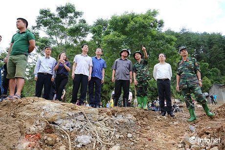 Bo truong Truong Minh Tuan thi sat cuu ho, trao qua cuu tro nguoi dan Yen Bai - Anh 2