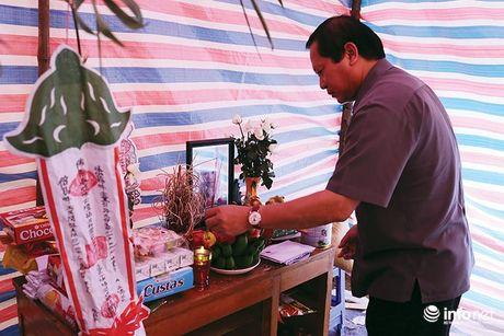 Bo truong Truong Minh Tuan thi sat cuu ho, trao qua cuu tro nguoi dan Yen Bai - Anh 6