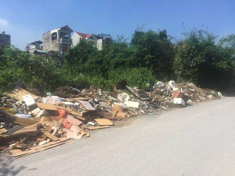Hoang Mai, Ha Noi: Rac thai tran lan tren nhieu tuyen duong - Anh 3