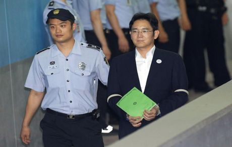 Pho Chu tich Samsung Lee Jae-Yong bi de nghi muc an 12 nam tu - Anh 1