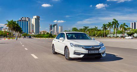 Honda Viet Nam dot ngot giam gia CR-V va Accord - Anh 1