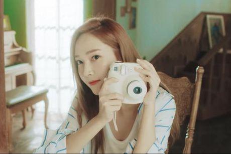 Sau loat MV 'tu ky', cuoi cung Jessica cung chiu khoe 'ban trai' trong 'Summer Storm' - Anh 2