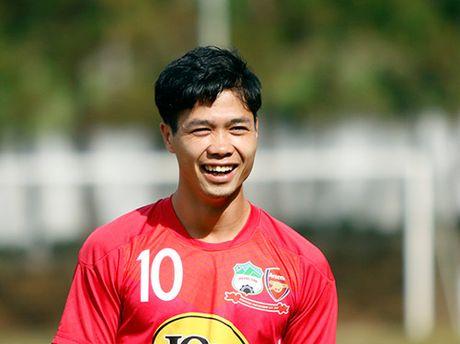 Gia xem Cong Phuong thi dau SEA Games chi bang mot... bat pho - Anh 1