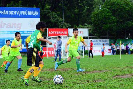 Vong loai Giai bong da 'Thach thuc Lotteria Cup 2017' thu hut 16 doi bong nhi khu vuc TP.HCM - Anh 5
