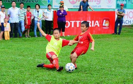 Vong loai Giai bong da 'Thach thuc Lotteria Cup 2017' thu hut 16 doi bong nhi khu vuc TP.HCM - Anh 9
