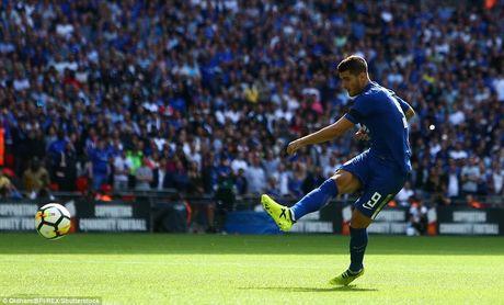 Alvaro Morata dang di vao vet xe do cua Torres - Anh 1