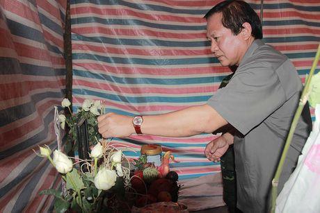 Bo truong TT&TT tham hoi ba con vung lu Mu Cang Chai - Anh 7