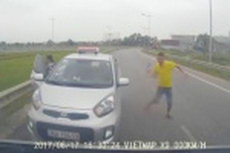 Tai xe taxi 'chem' 700.000 dong cho 6km duong bi phat 2 trieu, sa thai - Anh 6