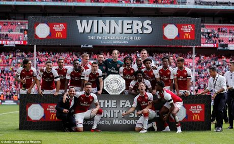 Toan canh: Chelsea tu ban vao chan, Arsenal vo dich Community Shield - Anh 15