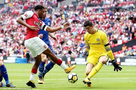 Toan canh: Chelsea tu ban vao chan, Arsenal vo dich Community Shield - Anh 1