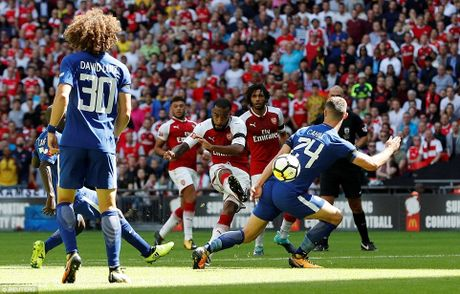 Toan canh: Chelsea tu ban vao chan, Arsenal vo dich Community Shield - Anh 2