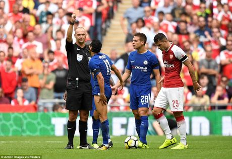 Toan canh: Chelsea tu ban vao chan, Arsenal vo dich Community Shield - Anh 7