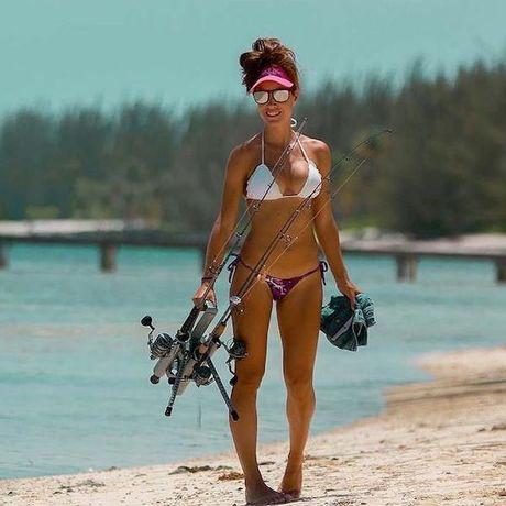 Can canh nhung nguoi dep dien bikini di san ca tren khap the gioi - Anh 10