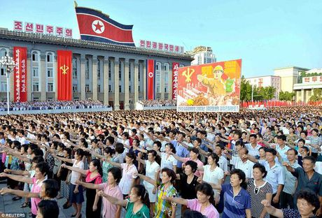 Van dan Trieu Tien do ra duong ung ho ong Kim Jong-un - Anh 1