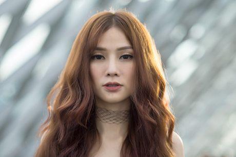 """Dam mua o Singapore, """"gai mot con"""" Thu Thuy van dep man ma - Anh 1"""
