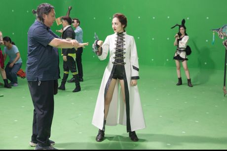 Bao Anh hoa da nu, Ngo Thanh Van xam tro day minh trong phim moi - Anh 2