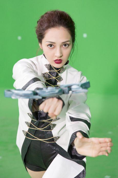 Bao Anh hoa da nu, Ngo Thanh Van xam tro day minh trong phim moi - Anh 3