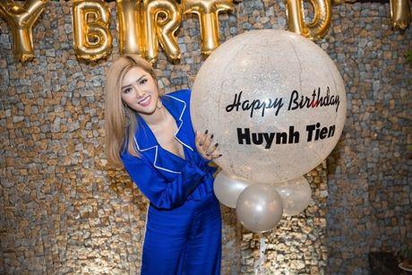 Chi moi 22 tuoi, Huynh Tien da so huu gia tai 'khung' the nay! - Anh 1