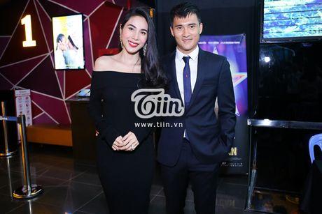 Cong Vinh tiet lo giay phut 'cham vao trai tim' khi lan dau nghe bai hat Thuy Tien tang - Anh 3