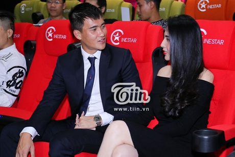 Cong Vinh tiet lo giay phut 'cham vao trai tim' khi lan dau nghe bai hat Thuy Tien tang - Anh 4