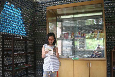 Vi tinh yeu, nguoi phu nu Ha Noi xay mot ngoi nha tuyet dep bang 8.800 vo chai nhua - Anh 8