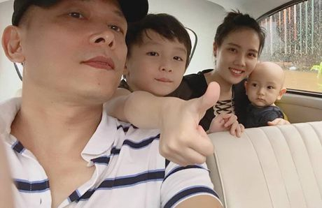 10 thang tuoi, con trai thu hai cua Ngo Quang Hai van chua co toc - Anh 1