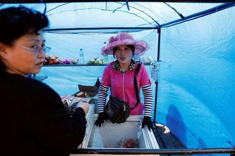 Bi cam van, Trieu Tien tang cuong san xuat hang hoa noi dia - Anh 3