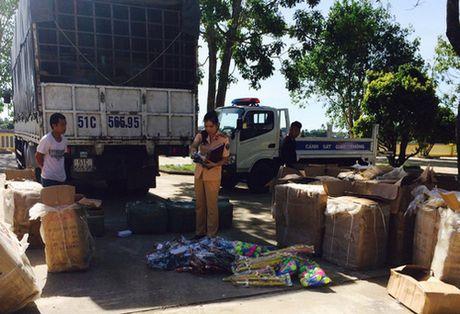 Thanh Hoa: Bat giu xe tai cho sung nhua, kiem nhua cuc khung - Anh 1