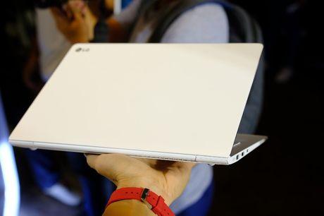 Can canh laptop LG Gram nhe nhat the gioi, pin dung 17,5 tieng vua ra mat tai Viet Nam - Anh 1
