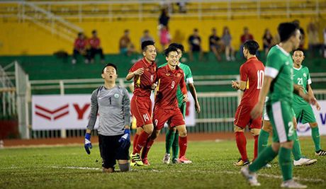 U22 Viet Nam sang Malaysia kiem Vang: Thang to, lo khong it! - Anh 1
