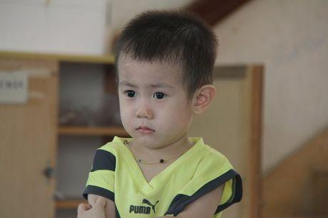 Thong tin moi vu be trai 2 tuoi bi bo roi o Sai Gon - Anh 1