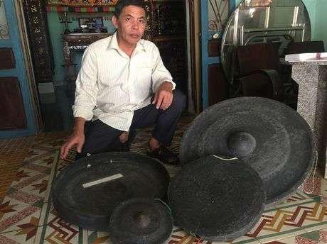 Khac nghiet nghe 'tai deo tieng bua' - Anh 2
